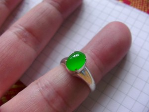 どこの誰が見てもキレイ 緑の滴り ろうかん翡翠ルース
