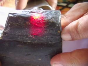 ミャンマー琥珀 バーマイト原石情報