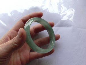 楕円形翡翠バングル