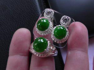ろうかん翡翠セットルース 緑の世界
